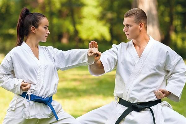 Bei Pilates-Rosen gibt es jetzt auch Taekwondo-Kurse!